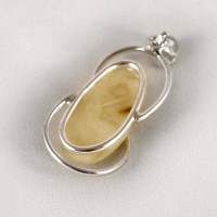 pendant with amber #20